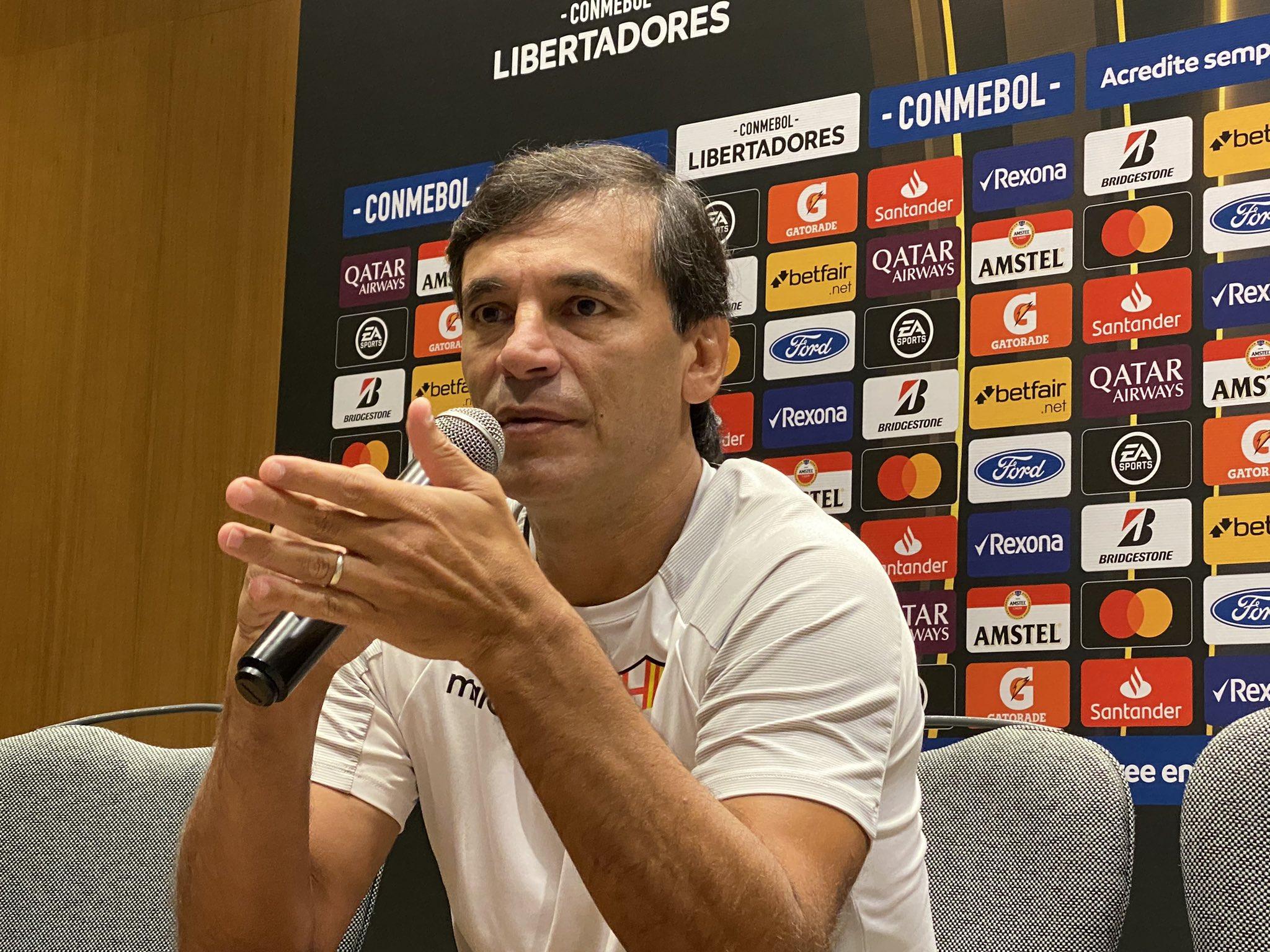 Photo of Bustos: «Para el que ama el fútbol, es motivante jugar con un estadio lleno y contra el mejor equipo del continente»