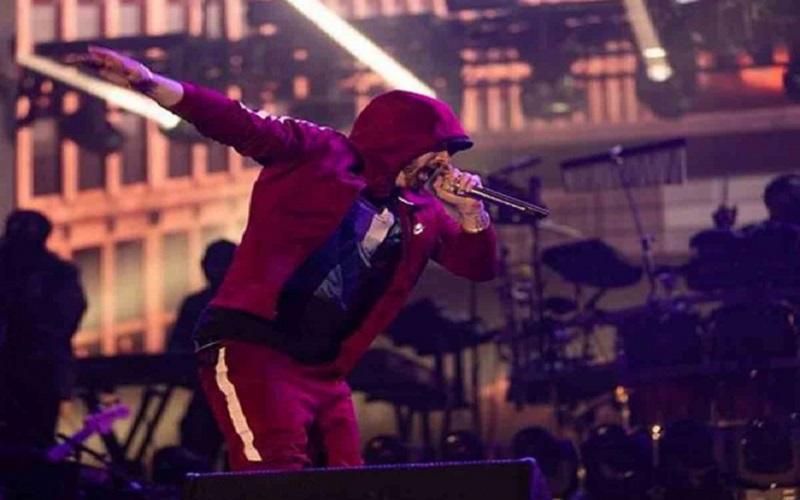 Photo of Eminem es noqueado por Mike Tyson en su nuevo vídeo