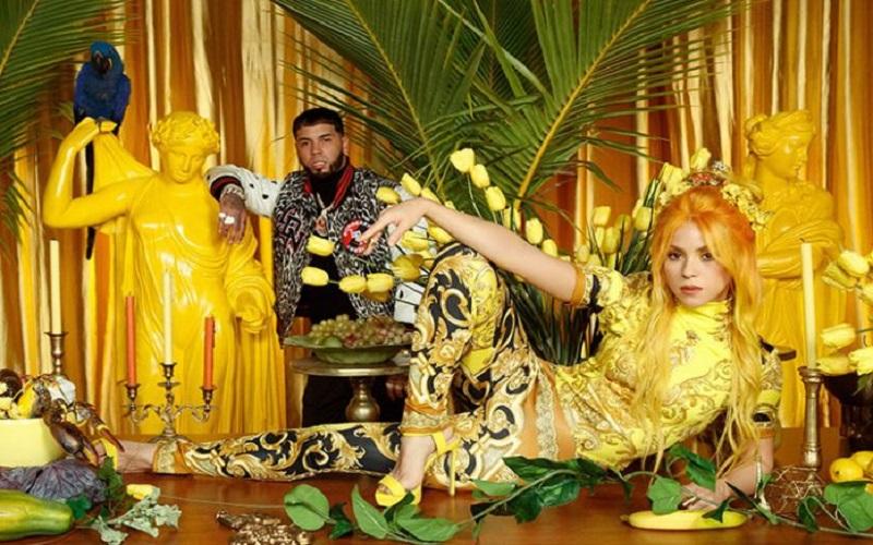 Photo of Shakira y Anuel AA apelan al color y a guiño a Japón en vídeo de «Me gusta»