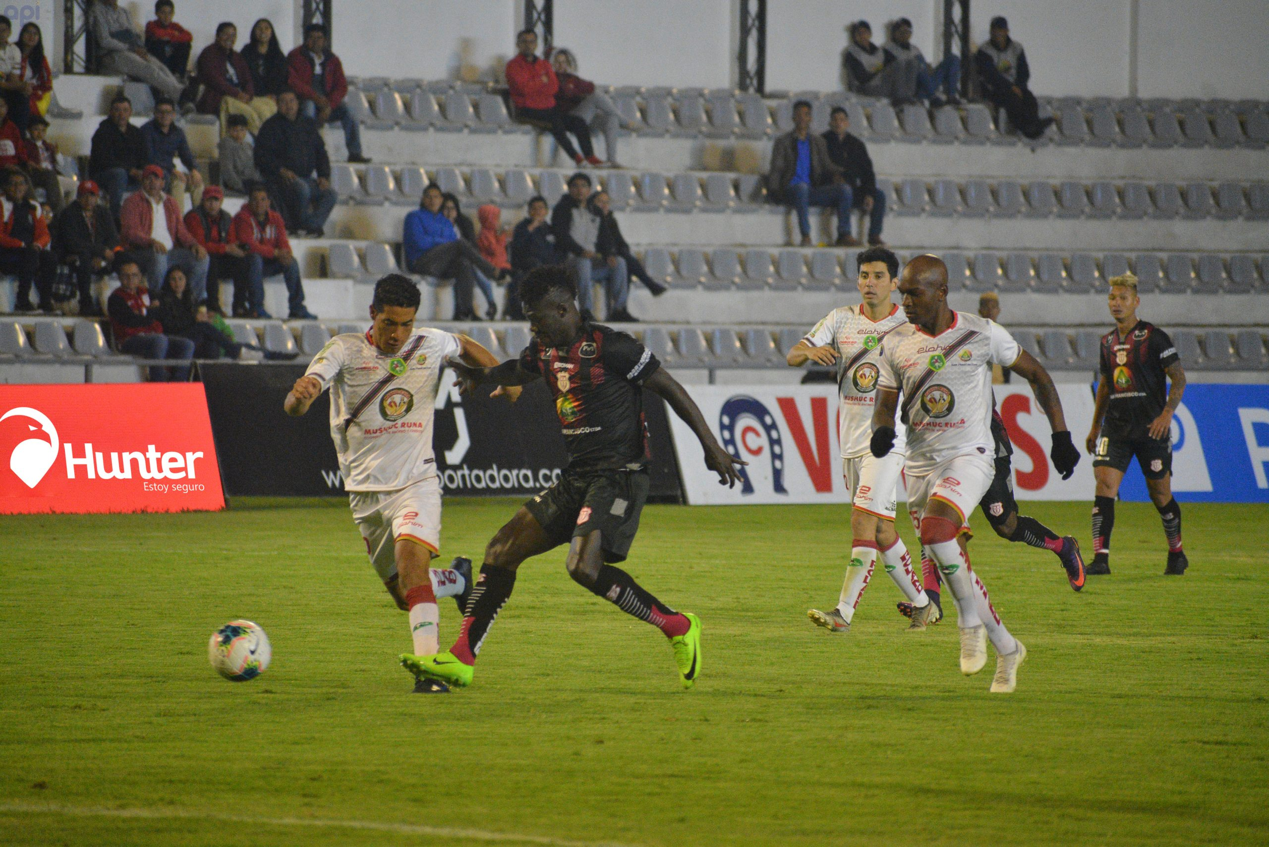 Photo of Iván Brun atajó un penalti y salvó a Mushuc Runa, que arrancó un empate (1-1) a Técnico Universitario