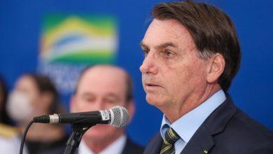 Photo of Bolsonaro decreta que actividades religiosas deben funcionar pese al COVID-19