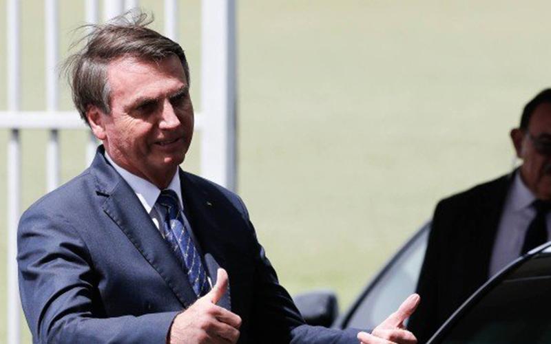 Photo of Después de una prueba negativa para el coronavirus, Bolsonaro dice que la vida «sigue siendo normal», pero mantiene la distancia de los partidarios