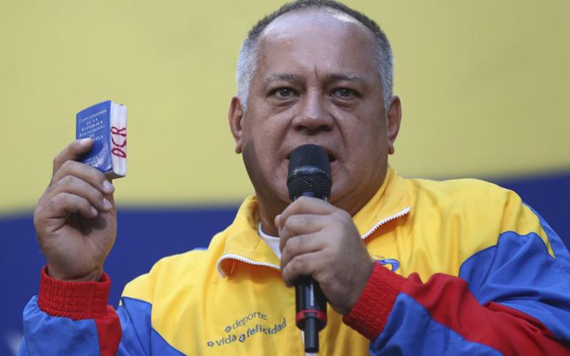 Photo of Chavistas convocan marcha el martes cuando la oposición llama a protestar