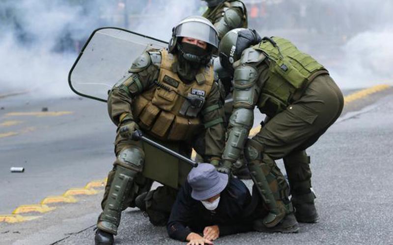 Photo of Chile: casi 300 personas detenidas en jornada de protestas