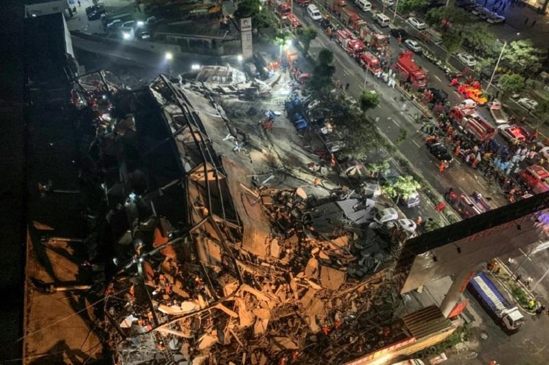 Photo of Más de 40 rescatados tras derrumbe de hotel en China