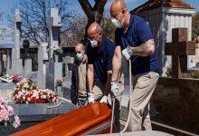 Photo of España prohíbe los velatorios y los entierros con más de tres acompañantes