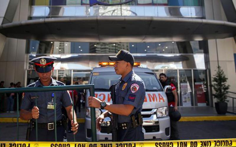 Photo of Delincuente armado mantiene unos 30 rehenes en centro comercial de Filipinas