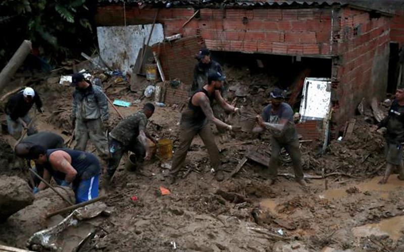 Photo of Lluvias torrenciales dejan 18 muertos y 30 desaparecidos en Brasil