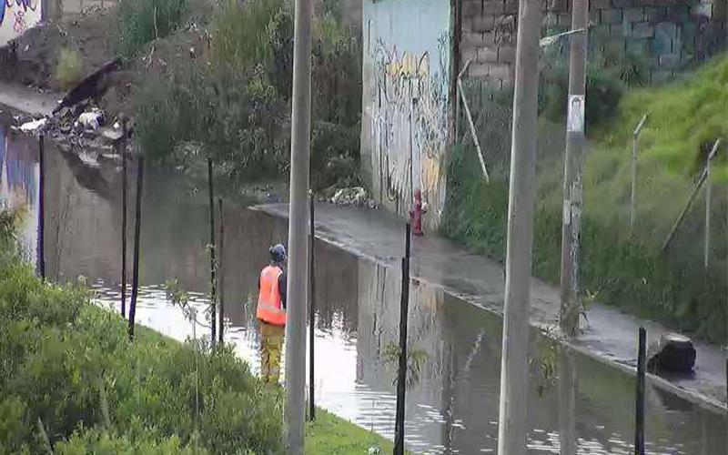 Photo of Lluvias provocan deslizamientos de tierra en Pichincha