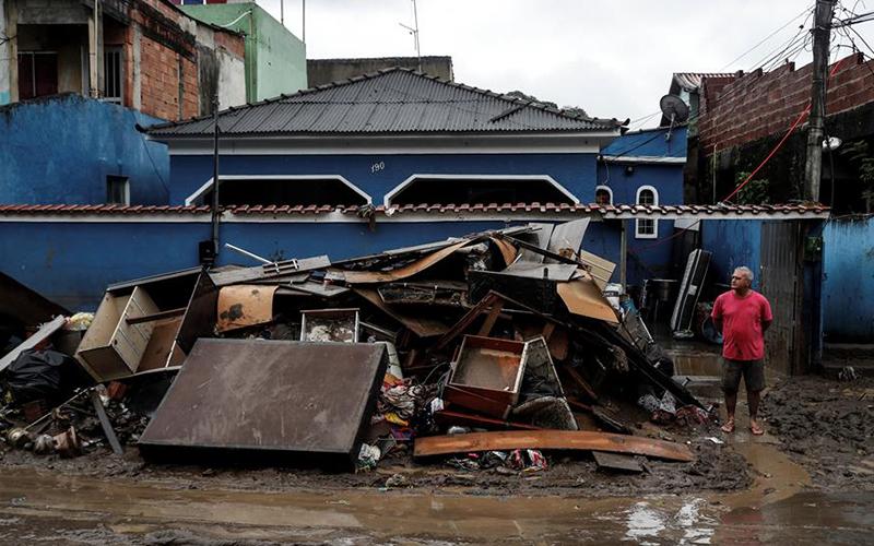 Photo of Diez muertos y cinco desaparecidos por fuertes lluvias en litoral Sao Paulo