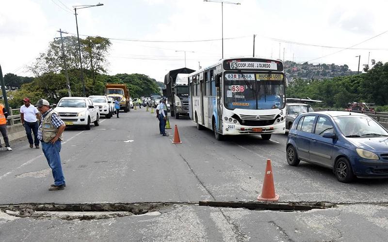 Photo of En Guayaquil se ejecutan arreglos en pasos elevados vehiculares
