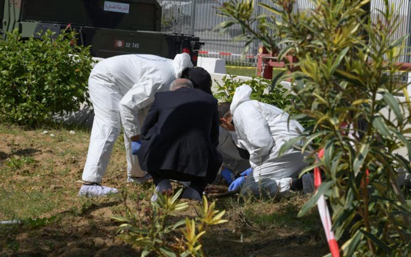 Photo of Muere un policía en atentado suicida cerca de la embajada de EEUU en Túnez