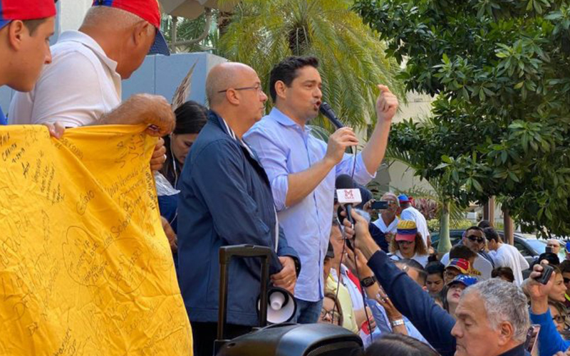 Photo of Embajador Vecchio agradece apoyo del presidente Lacalle con la liberación de Venezuela
