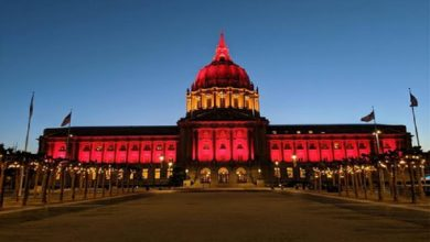 Photo of San Francisco ilumina el Ayuntamiento con la bandera de España por COVID-19