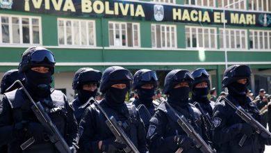 Photo of Cantando y bailando, militares bolivianos animan a quedarse en casa
