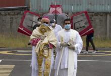 Photo of La Iglesia en Ecuador celebra Jueves Santo con bendición aérea por COVID-19