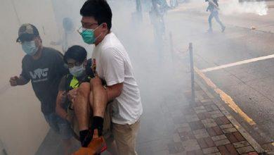 Photo of Miles de manifestantes chocan con la policía en Hong Kong