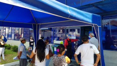 Photo of CNEL reanudó atención al público en Guayaquil; usuarios llevaron sus quejas por valores altos en planillas
