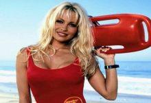Photo of Esto dijo Pamela Anderson sobre la adaptación de 'Guardianes de la bahía'