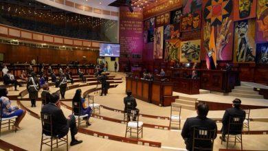 Photo of Lenín Moreno decretará adelantar tributos a los que ganan más de $5000; estas son las reacciones a su discurso