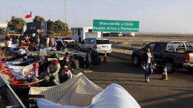 Photo of Venezolanos piden volver a su país ante Embajada en Chile