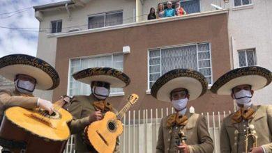 Photo of Los mariachis arrancaron las serenatas para festejar a mamá con mascarillas y guardando la distancia