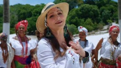 Photo of Gloria Estefan anuncia su nuevo disco a ritmo de samba con «Cuando hay amor»
