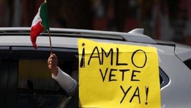 Photo of Exigen renuncia del presidente de México con caravana de autos