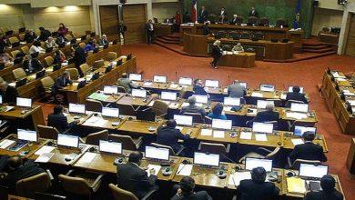 Photo of Parlamentarios chilenos disminuirán sus ingresos en 25%