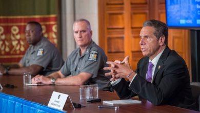 Photo of Cuomo acusa a De Blasio y al NYPD de no hacer su trabajo para evitar saqueos y desmanes en NYC