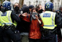 Photo of Disturbios entre los manifestantes y la policía en la movilización contra el racismo en el Reino Unido