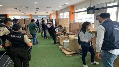 Photo of Se incautaron 50 000 mascarillas y 910 unidades de gel antibacterial en gimnasio de Guayaquil por presentar inconsistencias en su registro sanitario