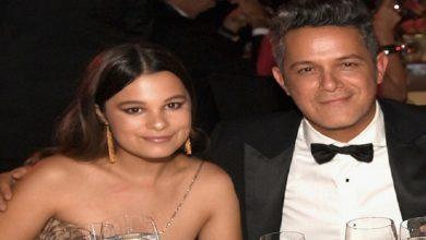 Photo of Alejandro Sanz es homenajeado en Madrid de la mano de su hija Manuela y su novia Rachel Valdés
