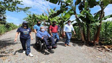 Photo of Lenín Moreno navegó en río para dar ayudas en Tena y en Puerto Misahuallí, después viajó a Guayaquil