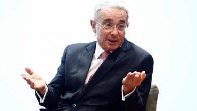 Photo of Abogado del expresidente Uribe responde al director de HRW