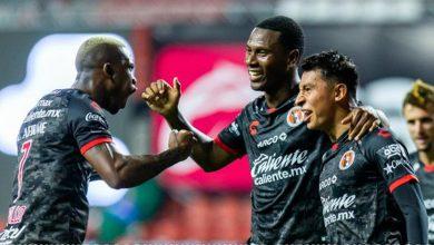 Bryan Angulo marca el gol de la victoria