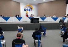 Photo of Gustavo Larrea y Alexandra Peralta, son el primer binomio presidencial inscrito por el Consejo Electoral