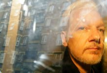 Photo of Julian Assange dice que «oye voces» en la cárcel
