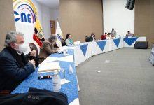 Photo of UNES tiene dos días para designar a su reemplazo a la candidatura vicepresidencial; y Guillermo Lasso y Alfredo Borrero fueron oficialmente inscritos