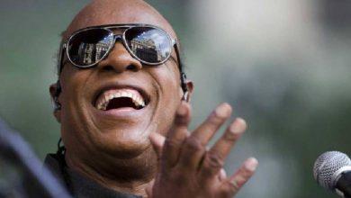 Photo of Stevie Wonder lanza 2 canciones; ¿Qué pasa con su salud?