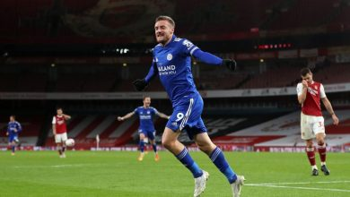 Photo of ON FIRE Jamie Vardy le da la victoria al Leicester sobre el Arsenal.