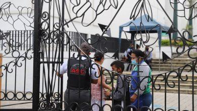 Photo of Comerciantes angustiados por suspensión de visitas en cementerios de Guayaquil, Durán y Daule en feriado