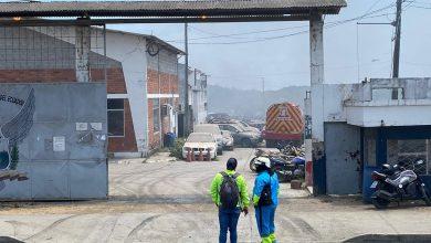 Photo of Unos 40 carros se quemaron durante incendio en patio de la Policía Judicial en Guayaquil
