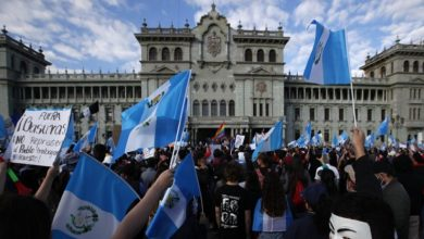 Photo of Miles vuelven a manifestarse contra corrupción en Guatemala