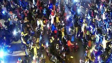 Photo of Más de 1 000 personas libando en las tribunas norte y sur de Quito la noche del 31 de octubre del 2020
