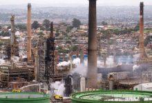 Photo of Explosión sacude refinería de petróleo de Sudáfrica, siete heridos