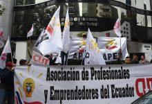 Photo of Con sueldo básico de $ 400 para el 2021 tampoco subirán los salarios sectoriales, trabajadores no están de acuerdo e irán a la Corte Constitucional