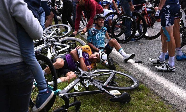Un cartel de una aficionada provocó el accidente más insólito del Tour de  Francia 2021 | Radio Huancavilca 830AM